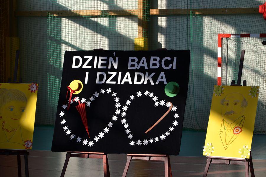 Dzień Babci I Dziadka W Szkole Podstawowej W Konikowie Gmina świeszyno