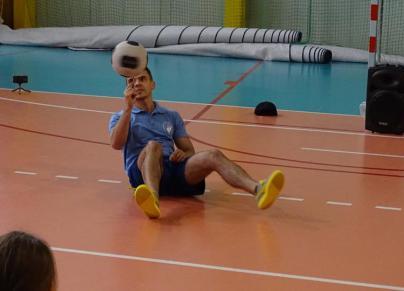 Spotkanie z niepowtarzalnym sportowcem w Szkole Podstawowej w Konikowie